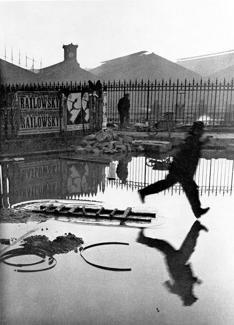 Cartier-Bresson, Man jumping puddle